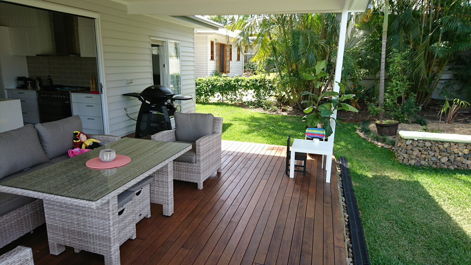 This deck is an entertainer's delight.