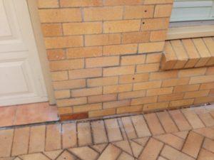 Cracked house needs underpinning